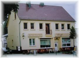 Foto des Hauses in der Bahnhofstraße 56 in Falkensee, in dem sich das Café befindet.